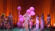 Katy Perry transpose son univers rétro kitsch sur le plateau d'Ellen DeGeneres