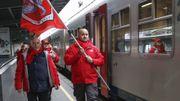 Au sujet du service minimum, les syndicats dénoncent une atteinte aux droits des travailleurs.