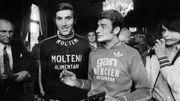 A 38 ans, Raymond Poulidor s'est révélé être un coriace adversaire pour Eddy Merckx sur le Tour de France 1974. Mais pas de quoi empêcher le Belge de rejoindre Jacques Anquetil dans l'histoire avec cinq victoires finales.