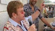 Elton John surprend les clients d'un restaurant avec une performance improvisée