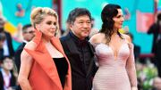 Catherine Deneuve, Hirokazu Kore-Eda et Juliette Binoche sur le tapis rouge de la Mostra