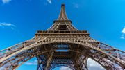 Un homme suspendu au dernier étage de la Tour Eiffel pendant des heures