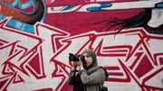 Nawal Afkir, 25 ans, de Bruxelles. Elle est photographe de rue pendant son temps libre.
