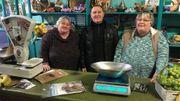 Marie-Christine, Jean-Michel et Marie-Thérèse tiennent leur petite boutique à l'ancienne à bout de bras.