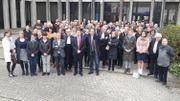 100 acteurs de la justice réunis devant le tribunal de Bruges
