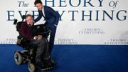 "En compagnie d'Eddie Redmayne, acteur jouant le rôle du savant dans ""The Theory of Everything"", en 2014"
