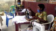 Des enfants-soldats se reconvertissent dans la fabrication de masques