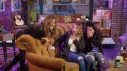 Prank: dans le vrai canapé du Central Perk, ils se font surprendre par Jennifer Aniston