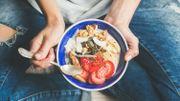 3 gestes simples pour ne pas engloutir trop de nourriture