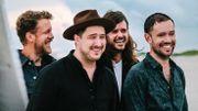 Mumford & Sons joue son nouveau single et y met toujours autant de coeur
