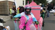 La princesse Angélique attend le top départ de la troisième course de caisses à savon de Mont-Saint-Guibert