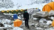 Everest : le Covid-19 menace de plonger la saison d'alpinisme dans la tourmente