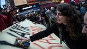 Au moins deux mille personnes sont descendues dans les rues à Istanbul lundi soir pour contester le résultat du référendum