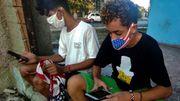 A l'heure du départ de Raul Castro du pouvoir, le pays est secoué par une crise économique et l'arrivée récente de l'internet mobile.