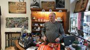 Don tient un petit musée-mémorial qu'il a constitué avec d'autres anciens de l'IRA