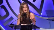 Jennifer Aniston, blâmée pour avoir blacklisté des proches non-vaccinés, répond aux critiques