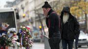 A Paris, les Eagles of Death Metal, en larmes, reviennent sur le lieu des attentats
