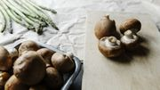 """Cuisine """"édible"""", asperges et champignons : qu'est-ce qu'on mange au printemps 2021 ?"""