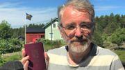 Bengt Michelsson est citoyen alandais car il est de nationalité finlandaise, il vit dans l'archipel depuis plus de 5 ans et il parle le suédois.