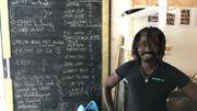 Mamadou a appris le néerlandais en travaillant dans des bars fréquentés surtout par des Flamands à Bruxelles