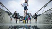 Chine : la passerelle de verre la plus longue du monde temporairement fermée