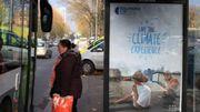 COP21: des affiches pirates alertent contre les changements climatiques et les entreprises polluantes