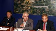 Le CEO Luc Partoune, le président José Happart et le ministre André Antoine en juillet 2008, lors d'un point-presse pour l'extension de piste à Bierset.