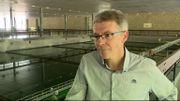 Stéphane Courtois, responsable de la production, suit de près le débit de la Meuse