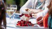 Dans le Hameau, sur le domaine de Chantilly, un resto du terroir propose de goûter à l'authentique crème Chantilly!