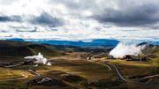 La centrale géothermique de Krafla, dans le nord de l'île, est la première centrale à grande échelle construite en Islande dans les années 70.