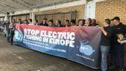 Des pêcheurs ont manifesté contre la pêche électrique ce lundi à Nieuport.
