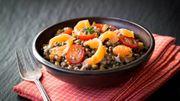Recette : Salade tiède de lentilles au saumon, vinaigrette de yaourt