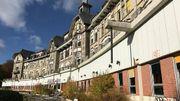 Côté architectural, la façade courbe de l'ancien sanatorium est orientée plein sud. Elle devrait retrouver sa promenade couverte sous la terrasse.