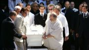 Aux funérailles du producteur Eddie Barclay, en 2005, accompagné des chanteurs Carlos et Eddy Mitchell