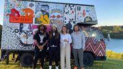 Deux Belges ont créé une galerie d'art itinérante à l'autre bout du monde