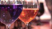 Vin bleu, vin orange: on a testé les nouvelles couleurs du vin