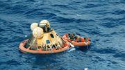 La capsule d'atterrissage de la mission spatiale Apollo XI, dans laquelle les trois astronautes, Neil A. Armstrong, Michael Collins, et Edwin E. Aldrin font leur retour sur terre