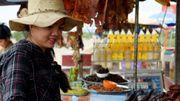 Du rat en brochette, une collation de plus en plus populaire sur les routes du Cambodge