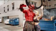 """Le diable """"matche"""" avec 2020 dans une pub très drôle de Ryan Reynolds aidé de son amie Taylor Swift"""