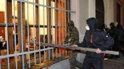 Des manifestants à l'assaut du commissariat principal de Lviv
