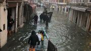 Nouvelles inondations à Venise: le maire de la Ville ferme la place Saint-Marc et adresse un appel aux dons