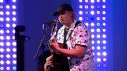 """Leo Fifty Five joue son nouveau single """"Ne m'en parle pas"""" en live guitare-voix"""