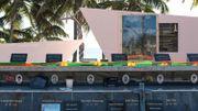 Sur l'île d'Ouvéa, il existe un monument à la mémoire des 19 indépendantistes tués le 5 mai 1988