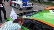 Le personnel de Spa-Francorchamps en action lors de la parade des pilotes des 24 heures
