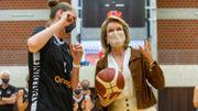 La Reine Mathilde s'essaye avec succès au basket avec les Belgian Cats