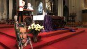 """""""Il nous manque trop"""": les fans de Johnny Hallyday lui ont rendu hommage lors d'une messe, deux ans après sa mort"""