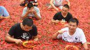 Un Chinois avale 50 piments en une minute !