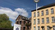 Les deux mâts éclaireront l'avant et l'arrière de l'Administration communale de Flobecq