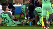 Renato ne comprend pas la tactique, Santos lui explique avec des bidons