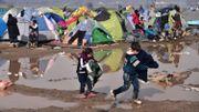 Jeux d'enfants au milieu du camp